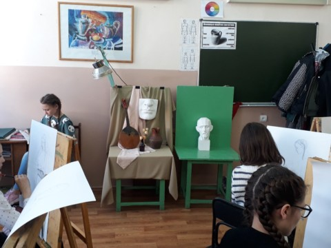 Художники проводят мастер-класс в художественной школе №1 г. Белебей