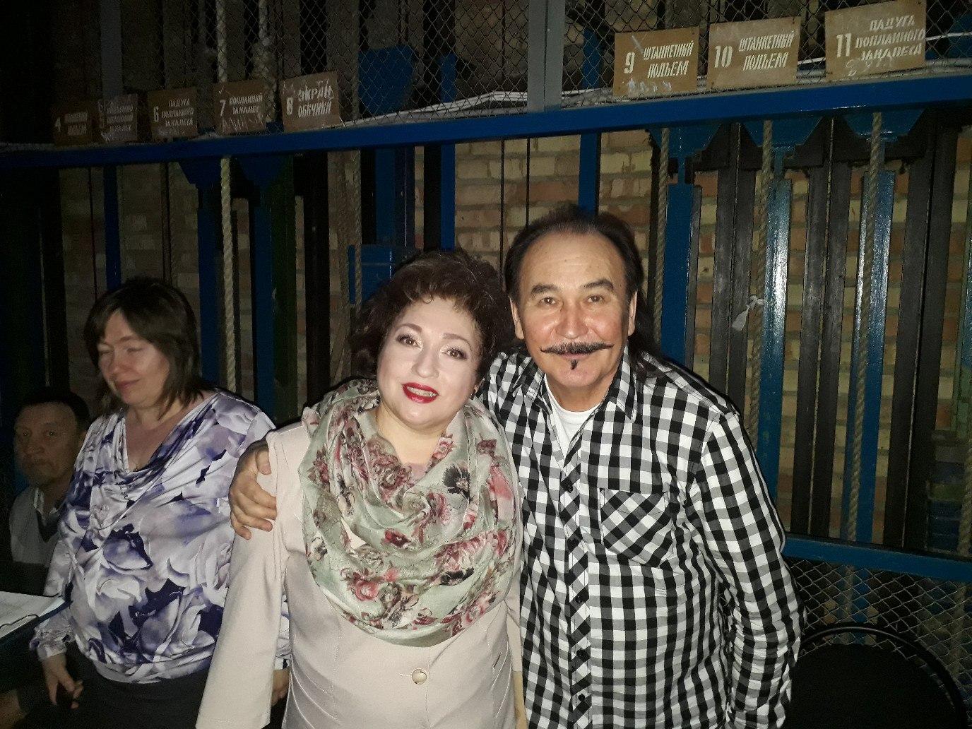 Назифа Кадырова и Гали Алтынбаев на встрече-концерте художников в г. Белебей
