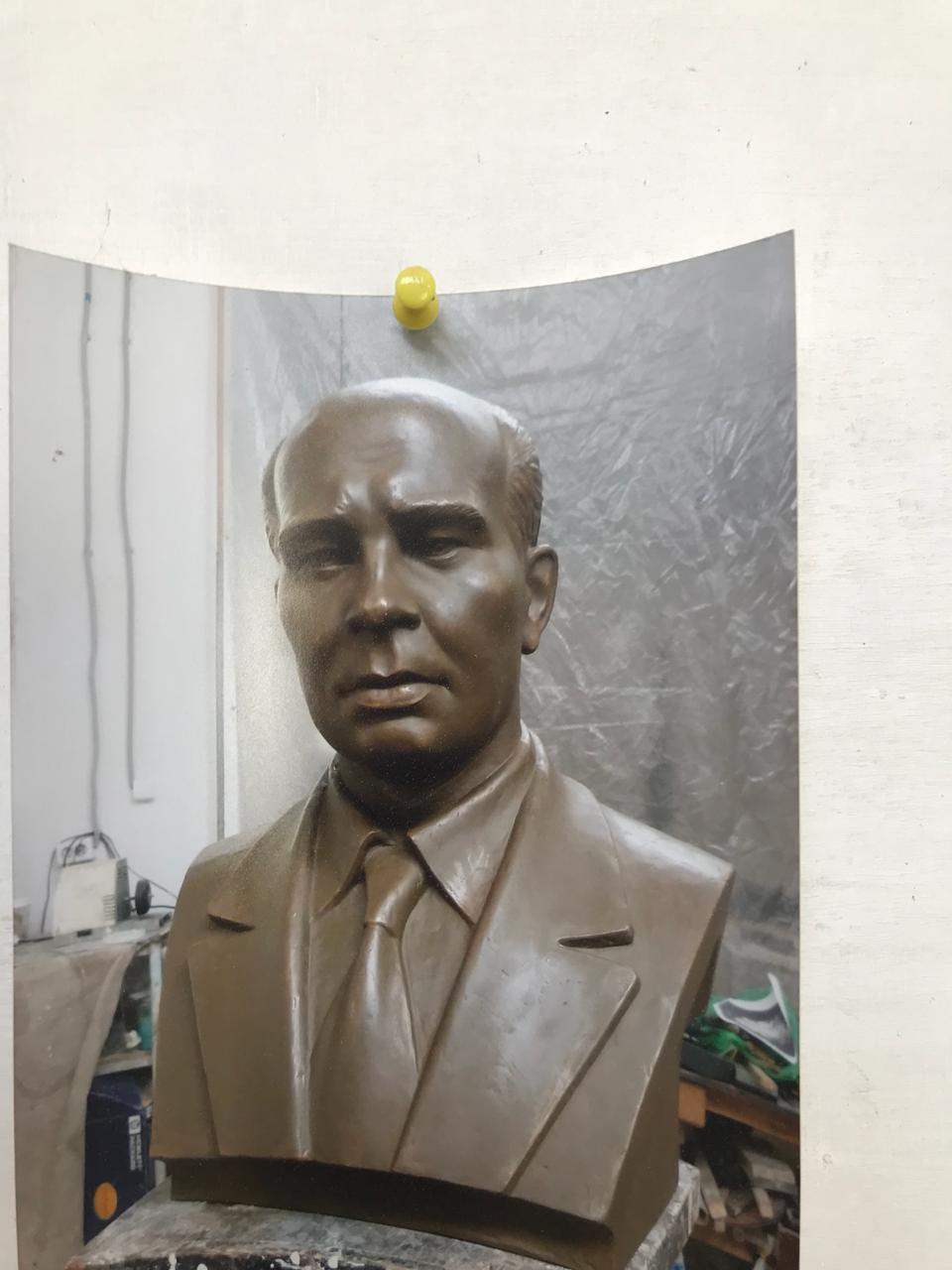 В мастерской скульптора Радика Хусаинова