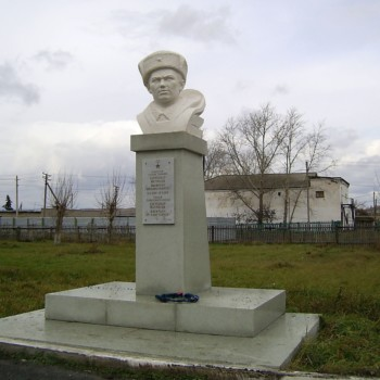 Бюст Героя Советского Союза Александра Матросова, Хайдар Гарипов