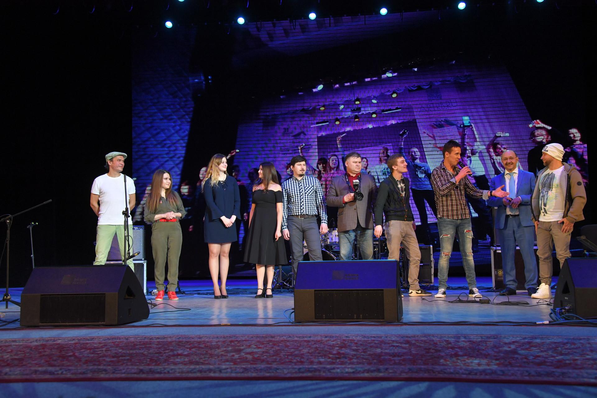 Команда проекта на сцене – Церемония награждения победителей народного рейтинга проекта «Любимые Художники Башкирии» за 2018 год!