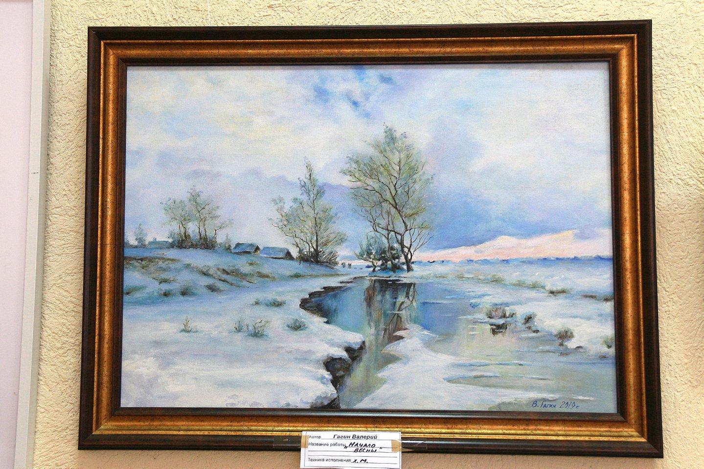 «Краски лета» в Центральной городской библиотеке: выставка работ художников Валерия Гагина и Рависа Алетдинова