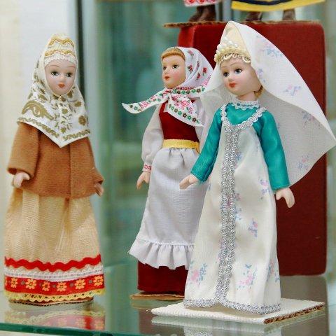 «Путешествие по миру»: выставка кукол из коллекции Михаила Тимохина