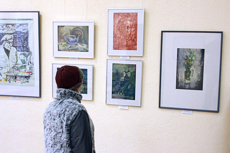 «Долгожители»: персональная выставка художника Елены Абушахминой в Центральной городской библиотеке Уфы