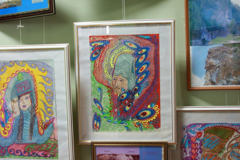 «По следам природы»: выставка работ художника-краеведа Зухры Зайцевой