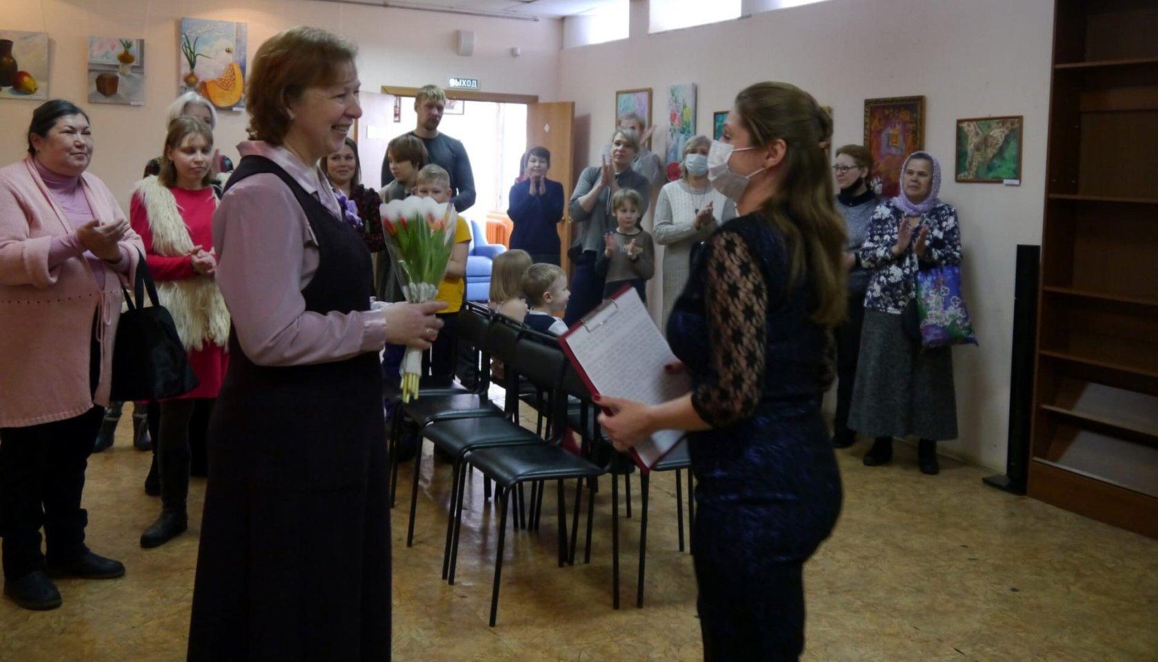 «Я рисую Счастье»: персональная выставка творческих работ Ларисы Громовой в Центре юношеского чтения