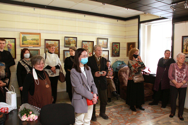 Открытие выставок художников республиканского народного клуба «Тан» в галерее «Урал»