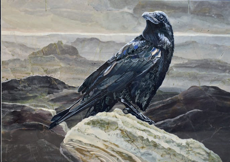 «Ворон», Надежда Бесклеткина, 2017, флорентийская мозаика (яшма, лабрадор, обсидиан, мрамор)