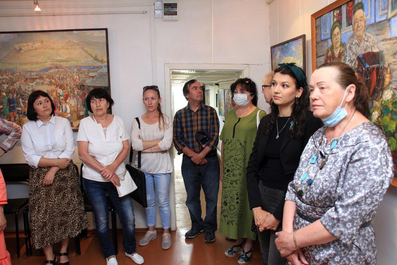 «Из века в век»: юбилейная персональная выставка художника Фината Набиуллина